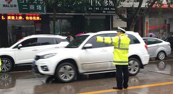 垣曲交警四措施加强雨天交通安全管理